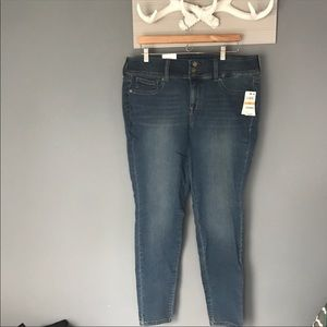 NWT Style & Co. Mid Rise Skinny Jeans, Sz 16W